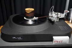 Reed Muse 1C Turntable with Reed 5T Tonearm